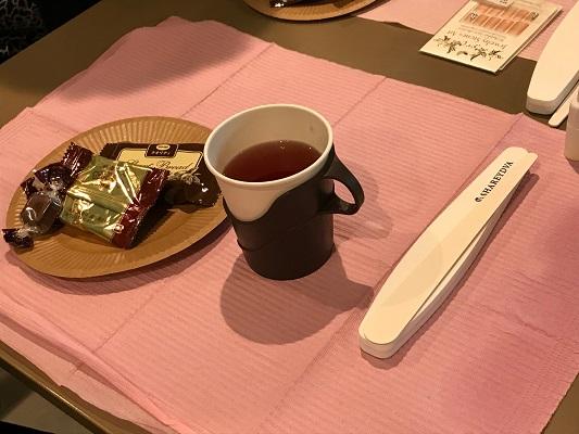 神戸アイセンター・ネイル体験サロン ハーブティーと袋菓子で休憩