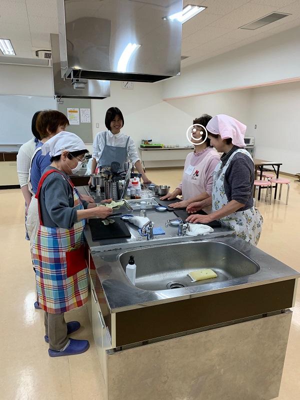 やさしい手料理キッチン・レッスン風景